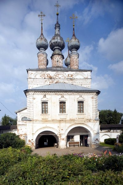 Надвратная церковь Иоанна Богослова