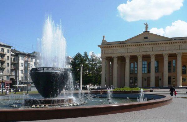 Фонтан перед Драматическим театром