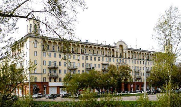 Жилой дом на проспекте Металлургов, 39