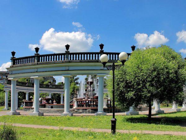 Сад Металлургов, колонны