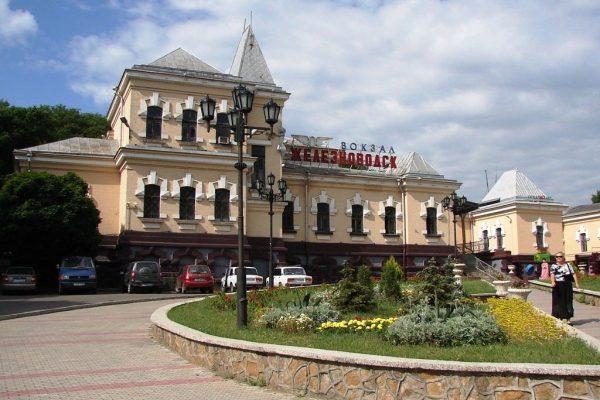 Железнодорожный вокзал в Железноводске