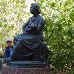 Скульптура «Колыханка» в Астрахани