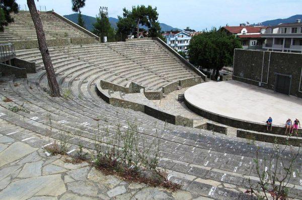 Античный амфитеатр в Мармарисе