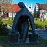 Скульптура Женщина с вёдрами