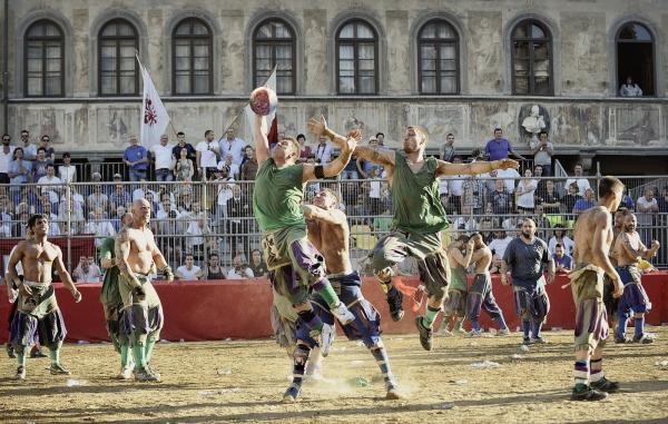 Состязание аристократов по флорентийскому футболу