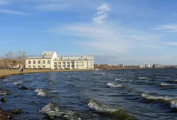 Вид на озеро Смолино в Челябинске