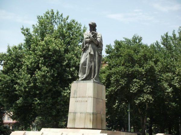 Памятник Авиценне Душанбе Душанбе post 5c1b653223045 600x450