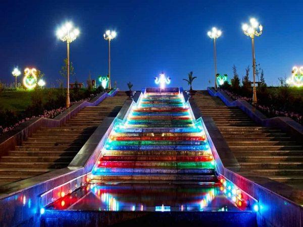 Подсветка ступеней Столичного парка
