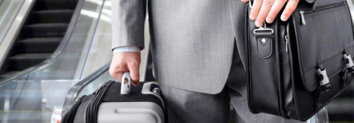 Госслужащий с чемоданами