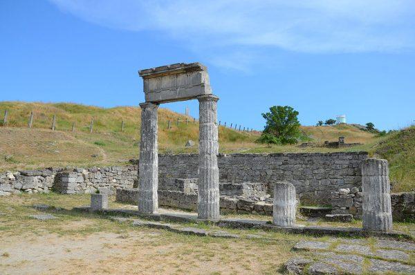 Руины храма в Пантикапее, Керчь