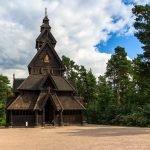 Высокий деревянный дом