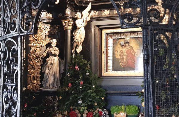 Часовня ворот с иконой