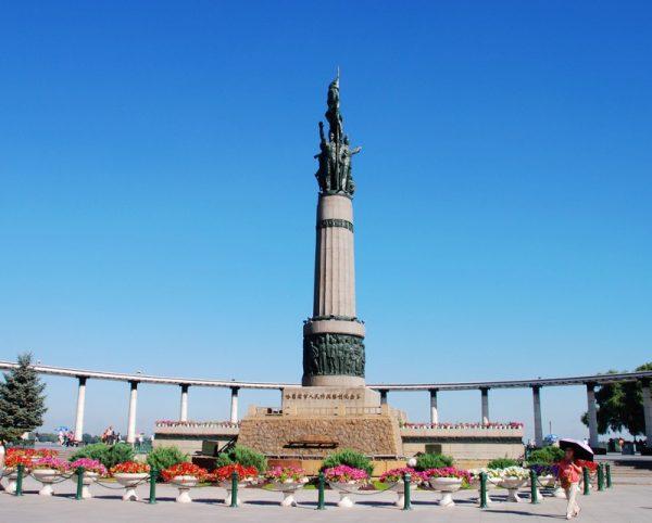 Памятник Победившим Наводнение в Харбине