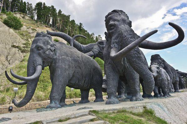 Скульптура мамонтам